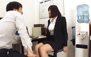 Frying Japanese secretary Suzuki Risa opens say no to feet in the office