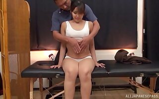 Lucky masseur gets to relax and touch up a gorgeous Asian babe