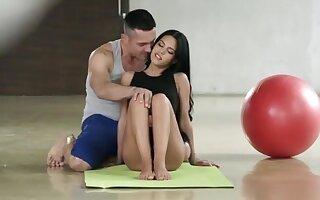 Yoga Apolonia Lapiedra Barefoot