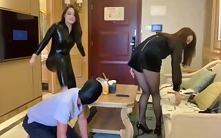 Two mistress trampling foot slave 国产双女王调教