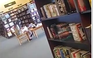 Candid Hot Oriental Feet Shoeplay Dangling at Bookstore