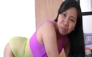 MILF shows her body in fishnet