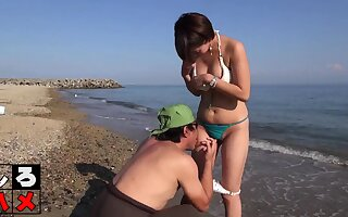 Subtitled Japanese beach sunscreen threesome foreplay