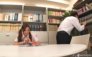 Madoka Hitomi takes equal handling of her boyfriend's hairy cock